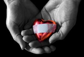 Não dá para ser feliz guardando lixo no coração